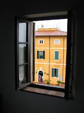 Photo: Appartement mit Aussicht: Avvocato und Sohn vor ihrer Villa delle Ripalte.