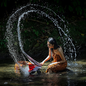 Washing by JNJ PhotoStream - People Fine Art ( water, canon, indonesia, human natural, padang panjang, women, canon 1dx, bukit tinnggi, river )