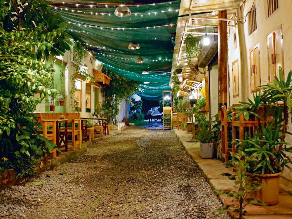 most-romantic-restaurants-delhi-ncr-Pho_King