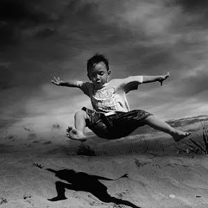 Ia Jump900 bw.jpg