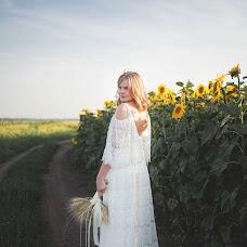 Wedding photographer Ekaterina Tolstyakova (Katrin694). Photo of 01.08.2017