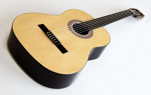 本物のギターを演奏