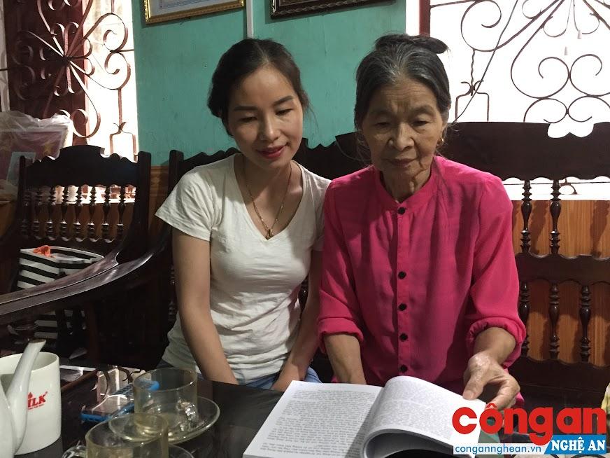 Bà Hồ Thị Thu Hiền và con gái