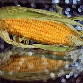 Lighting Corn...... by Monica Anantyowati - Food & Drink Fruits & Vegetables ( fresh, vegetables, bokeh, light, corn )