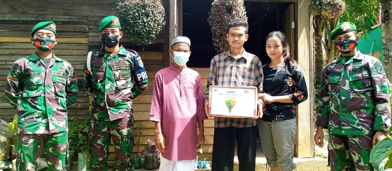 Peringati Hari lahir Pancasila,Kompi C 645 /GTY Bengkayang Bagikan Paket Sembako