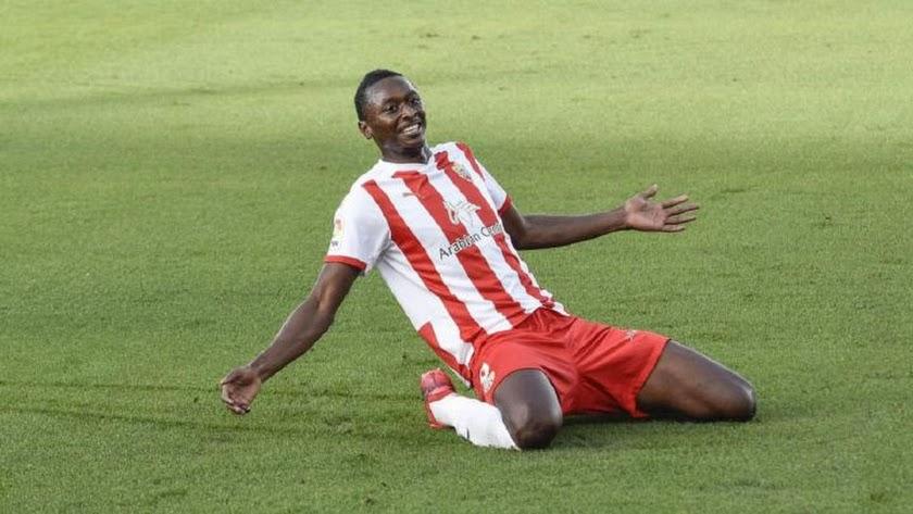 Umar Sadiq tiene su futuro en la Primera División.