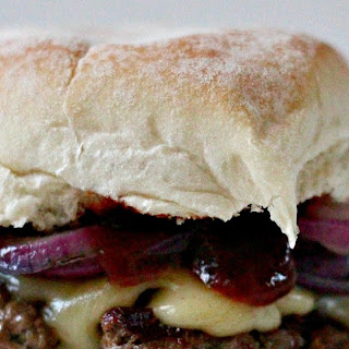 Chargrilled Burgers with Red Wine Barbecue Sauce