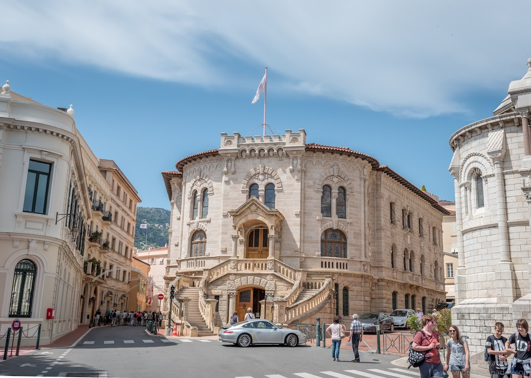 A police station, right next to Cathedral of Monaco. Isn't this the most beautiful police station you've seen? :)
