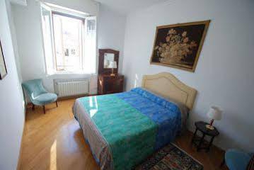 Historical Centre Apartments b