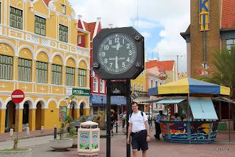 Photo: Reloj en el centro de Willemstad - Diego LU8ADX Una hora menos que en Buenos Aires