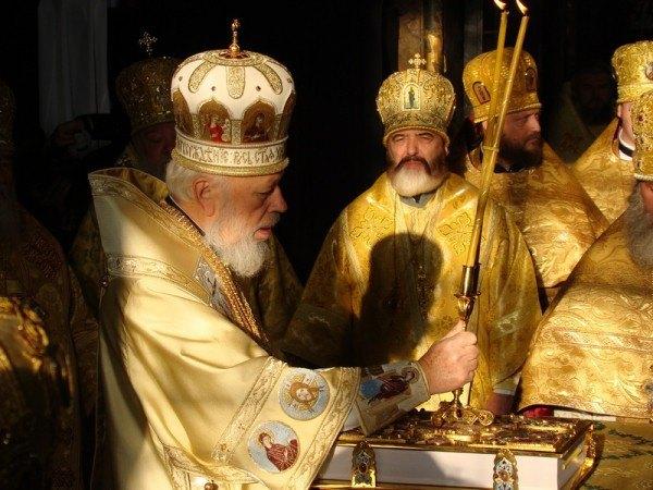 Митрополит Киевский и всея Украины Владимир во время богослужения
