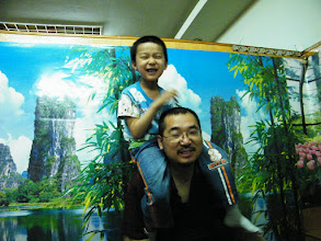 Photo: dinned out on lunar DragonBoat Day with baby son and his mom near their house, a Koreal cuisine restaurant. I just brought son visit zoo and treat bears, pigs, dears with pork and vegetable we bought. proud dad, benzrad 朱子卓 and playful son, warrenzh 朱楚甲.