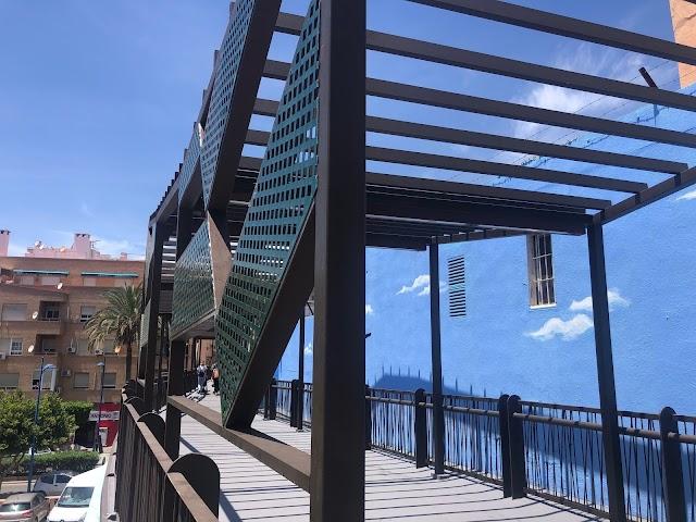 Esta actuación supone una notable mejora en el estado estructural de la pasarela peatonal.