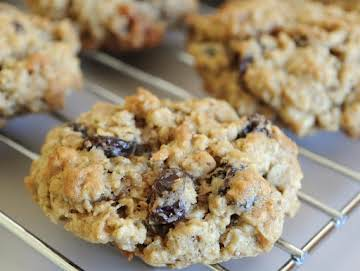 Oatmeal Walnut Raisin Cookies