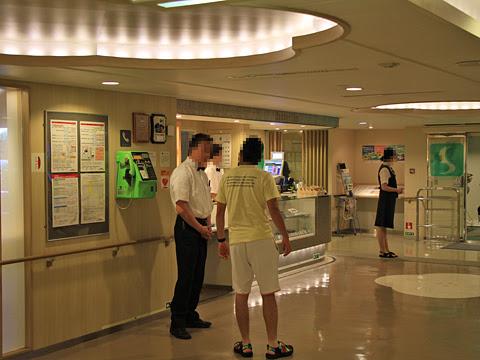 川崎近海汽船「シルバープリンセス」 4デッキ 案内所兼売店