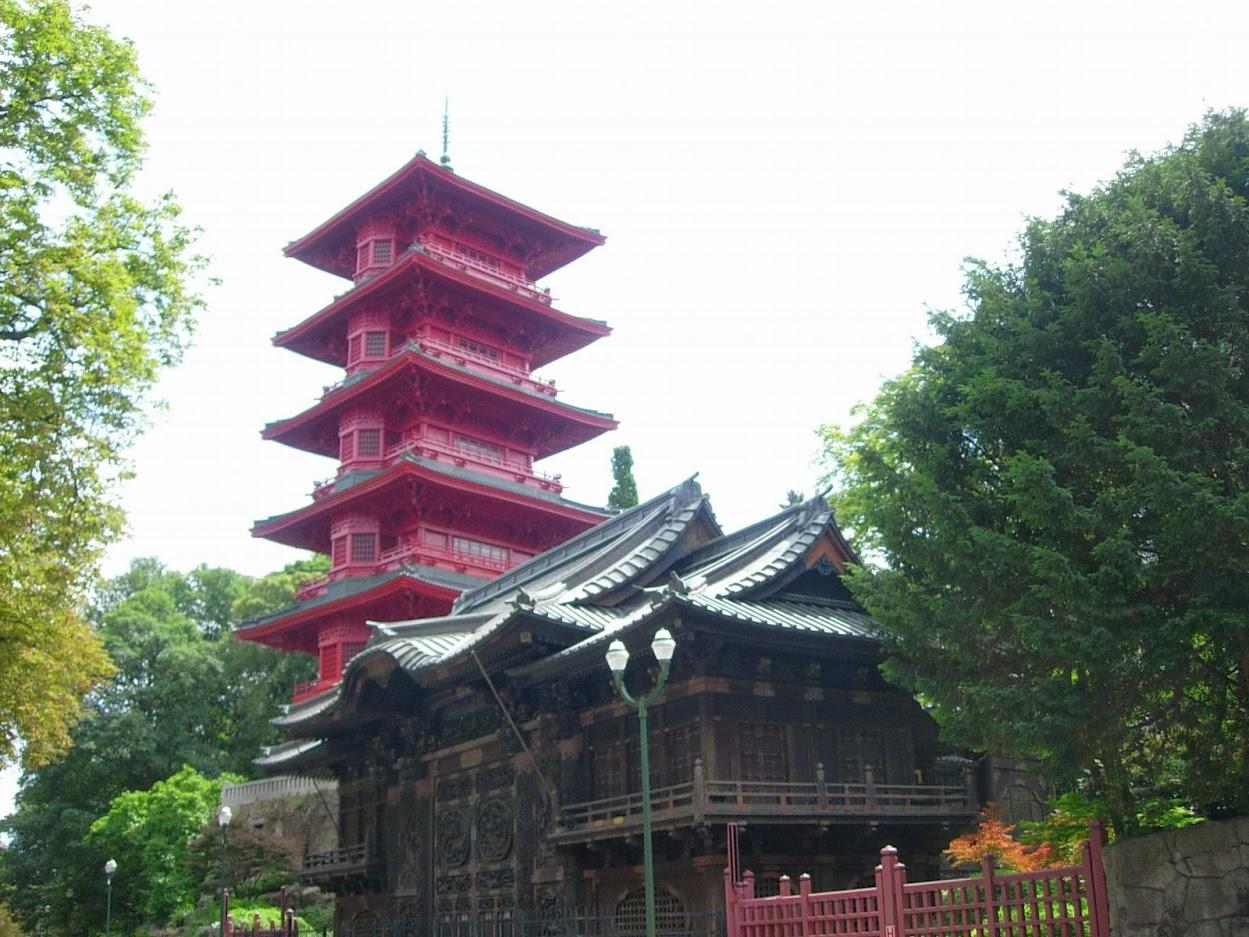 Tour Japonaise et Pavillon japonnais à Laeken