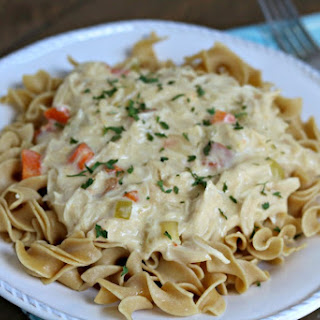 Slow Cooker Creamy Chicken and Noodles