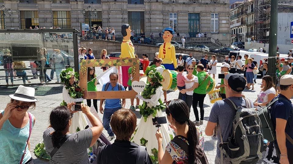 """""""Embaixada"""" das Festas dos Remédios anima a cidade do Porto"""