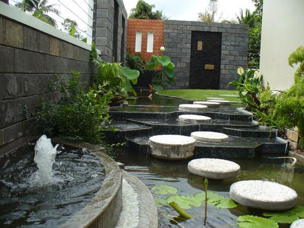 Trang trí tiểu cảnh sân vườn cho nhà diện tích rộng