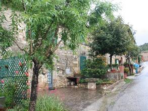 Photo: ... die Häuser der Einheimischen, ...