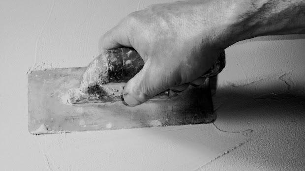 duree-dun-chantier-cinq-jours-renovation-en-beton-cire-decoratif-intervention-ile-des-france-picardie-region-centre-les-betons-de-clara-faq