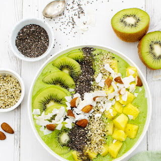 Tropical Green Smoothie Bowl .