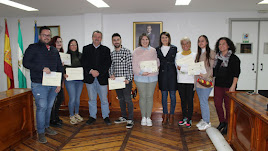 Los beneficiarios han sido un total de siete vecinos, entre estudiantes que realizaron el Erasmus el pasado curso y jóvenes emprendedores.