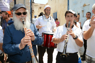 Photo: הכליזמר בתחילת התהלוכה בכיכר עבו