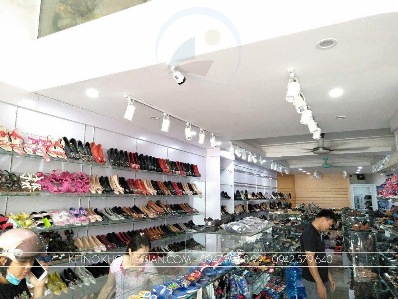 thiết kế thi công nội thất shop giày dép thời trang 3
