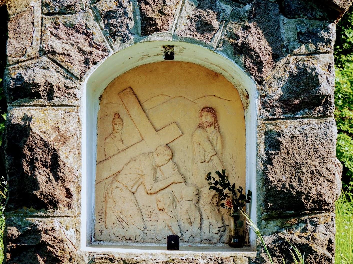 Pilismarót - stációs keresztút a Kis-Hábod-hegy északi oldalában