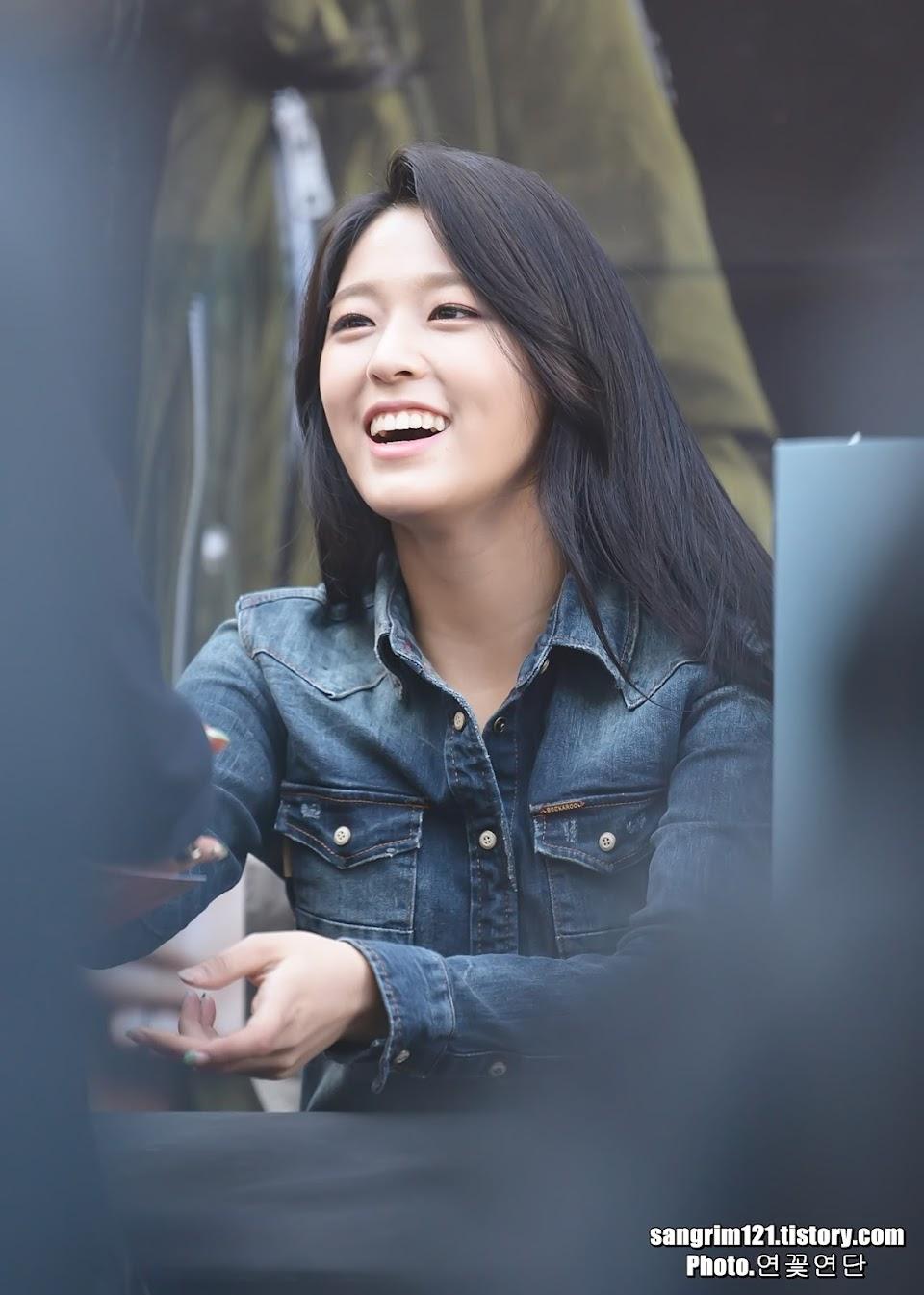 seolhyun smile
