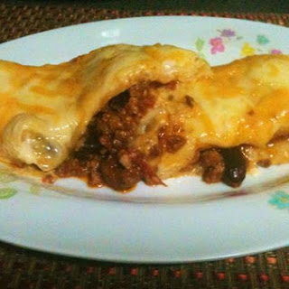 Baked Wrapped Chili Con Carne With Cheesy Cream Sauce