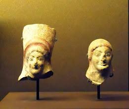 Photo: Women's head, terracotta, around 500 BC .......... Vrouwenhoofdjes van terracotta, ong. 500 v.C.