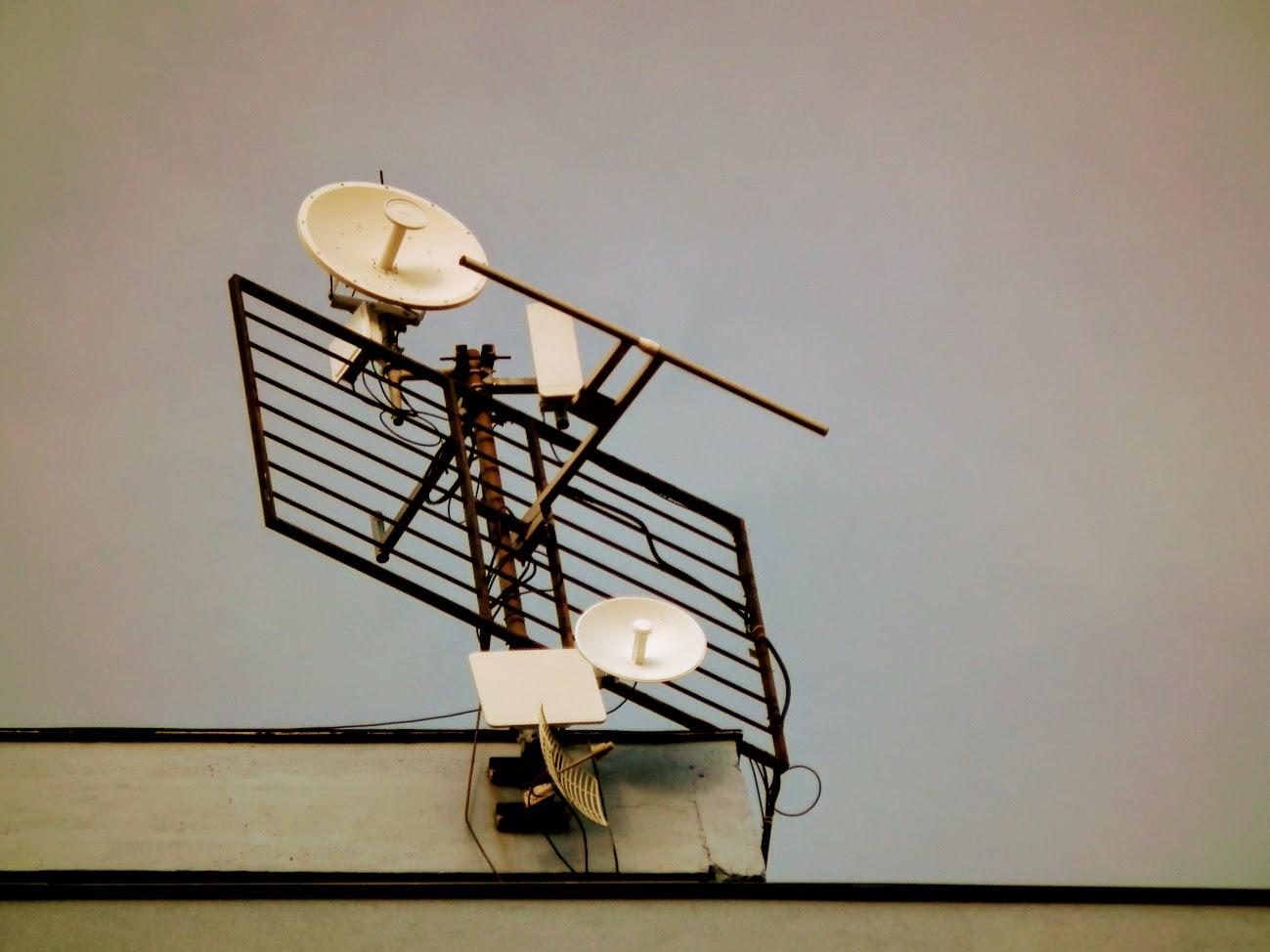 Komló/toronyház - helyi URH-FM adóállomás