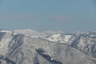 左から野伏ヶ岳・薙刀山・日岸山・願教寺山など