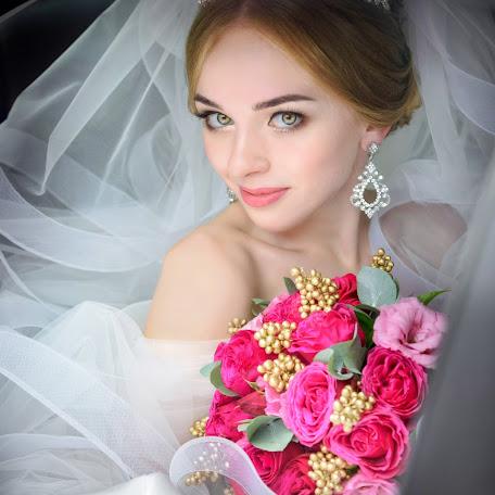 Wedding photographer Arina Elizarova (Linusik). Photo of 04.02.2018