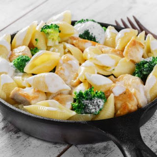 Creamy Garlic Pasta With Chicken And Broccoli