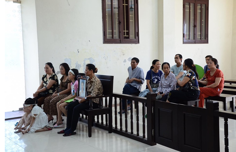 Vụ yêu anh rể, mua trà sữa đầu độc chị họ ở Thái Bình: Tòa tuyên tử hình - Ảnh 2