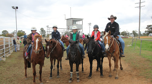Isabelle Chapel on Harmony, Will Clarke on Fling, Ashley Finlay on Jack, Harriet Lampe on Tennessee and campdraft instructor Mark Palmer.