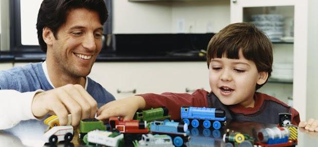 atención positiva: Padre jugando con niño