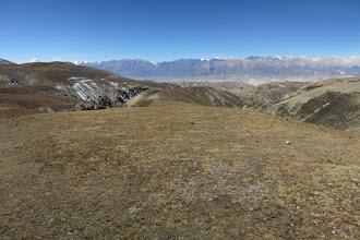 Photo: Remontée de la large crête pour atteindre le Chinese pass