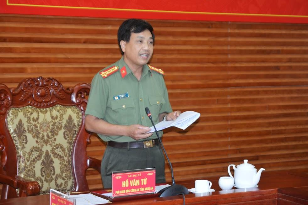 Đại tá Hồ Văn Tứ, Phó Bí thư Đảng ủy, Phó Giám đốc Công an tỉnh chủ trì hội nghị tại điểm cầu Nghệ An