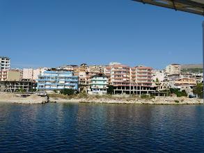 Photo: Albanien: Hafenstadt Saranda (Albanien ist an der engsten Stelle nur 2,2Km von Korfu entfernt)