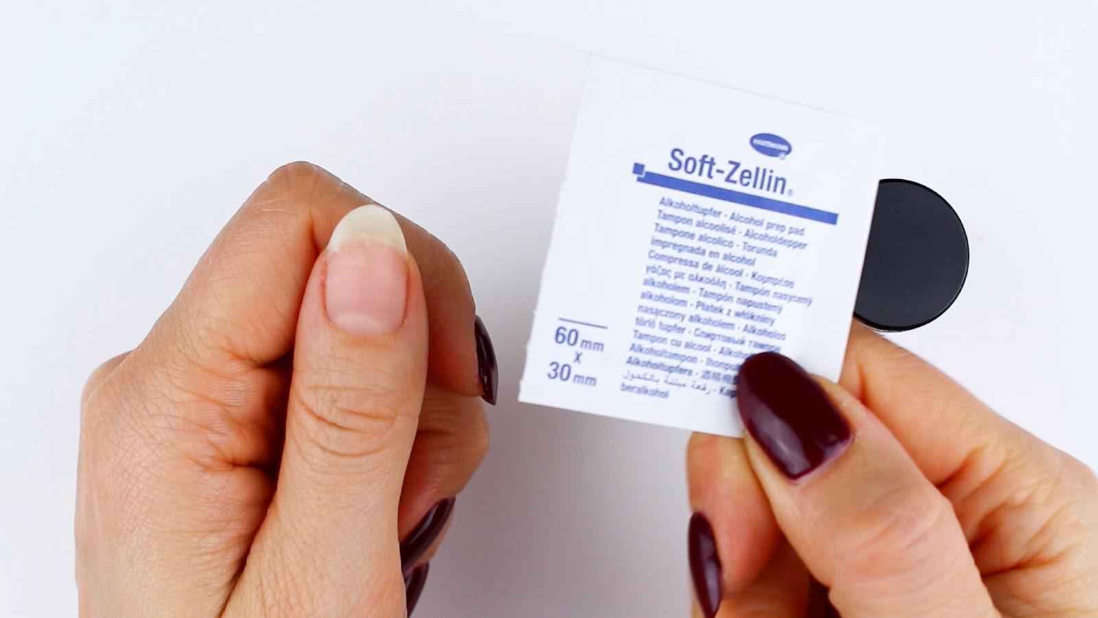 Eingerissenen Fingernagel desinfizieren