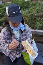 Photo: 我們在老街買了竹筒飯吃,沒什麼味道,只是純吃竹筒裡的飯而有趣