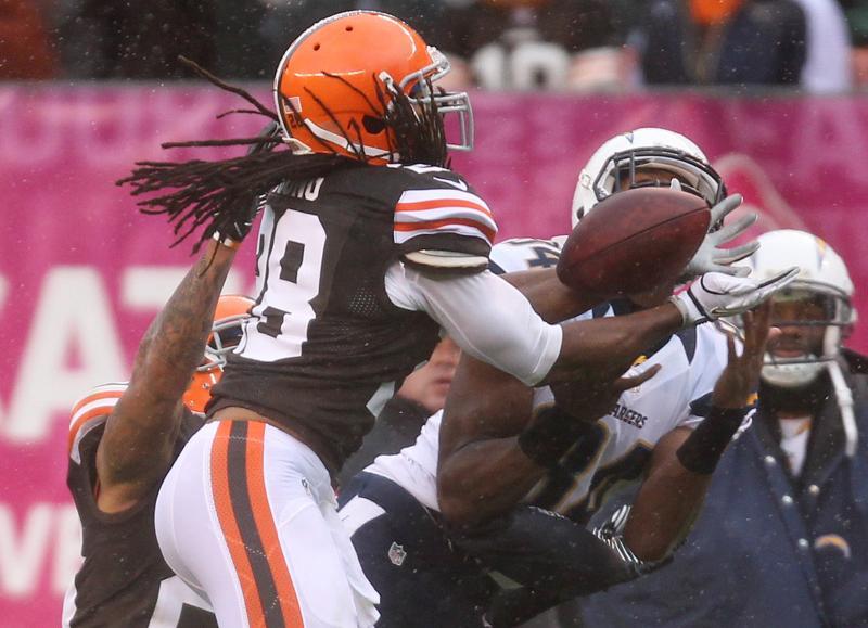Photo: Browns safety Usama Young breaks up a pass. (Joshua Gunter, The Plain Dealer)