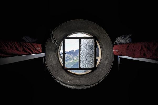 Hobbit-Style Bedroom di PicOnTheRun - ANDREA PAGANINI