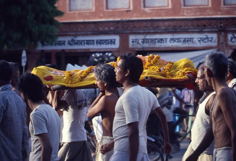 verso il burning ghat di polpetta