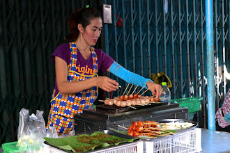 "Photo: a sour sausage (""sai gkrawk isan"") vendor at Hua Hin morning market"