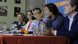 Tomatito, dando detalles del curso de verano esta mañana en la sede de El Taranto.